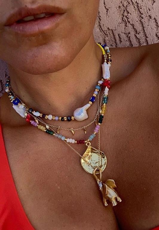 Náhrdelník MAYOL, s minerálnymi kameňmi, korálmi a 24kt pozlátenou mušľou Aruba Necklace