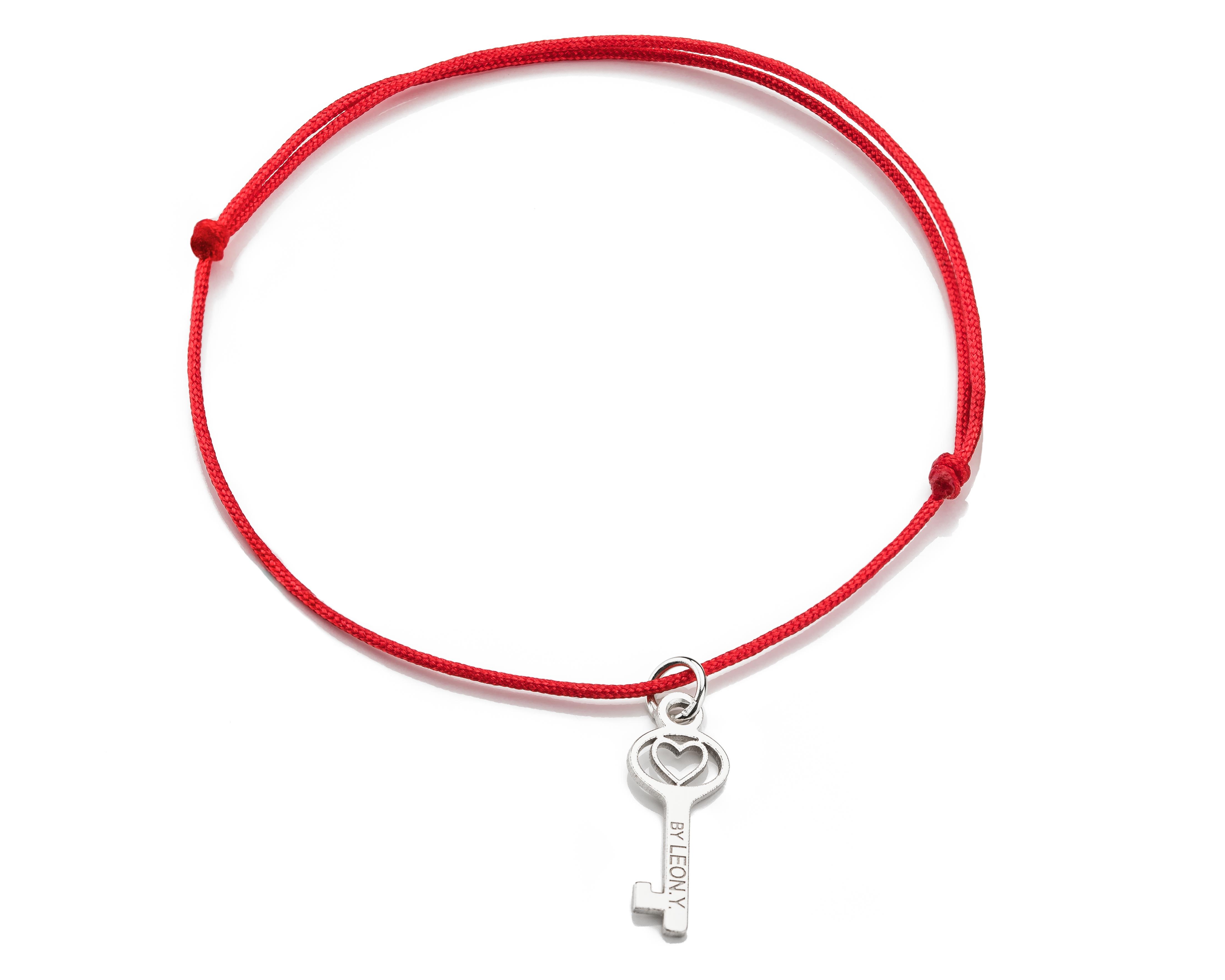 Červená šnúrka, striebro, Kľúčik