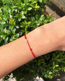 Červená šnúrka s mini medajlónikom zo zlata